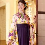 卒業式の袴姿をスタイリッシュで綺麗に魅せる座り方